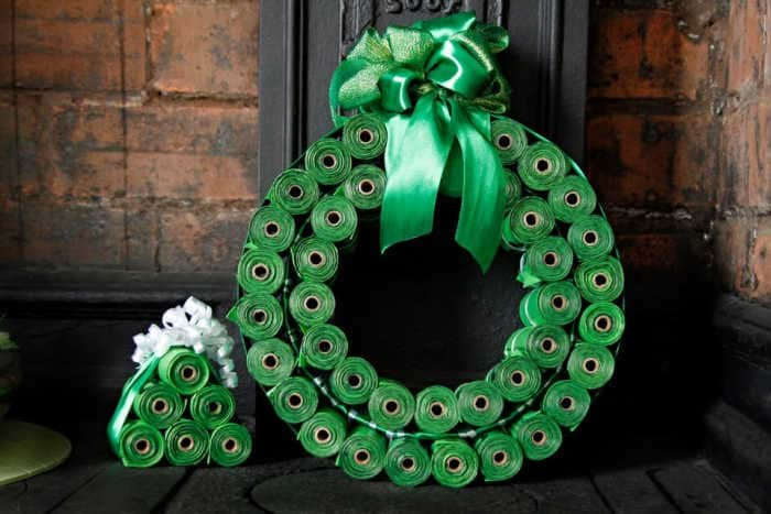 DIY-dog-poop-bag-Christmas-wreath
